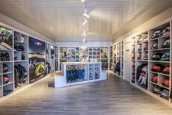 Tienda online especializada en ropa, cascos y accesorios de